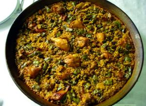 Paella valenciana de pollo y conejo
